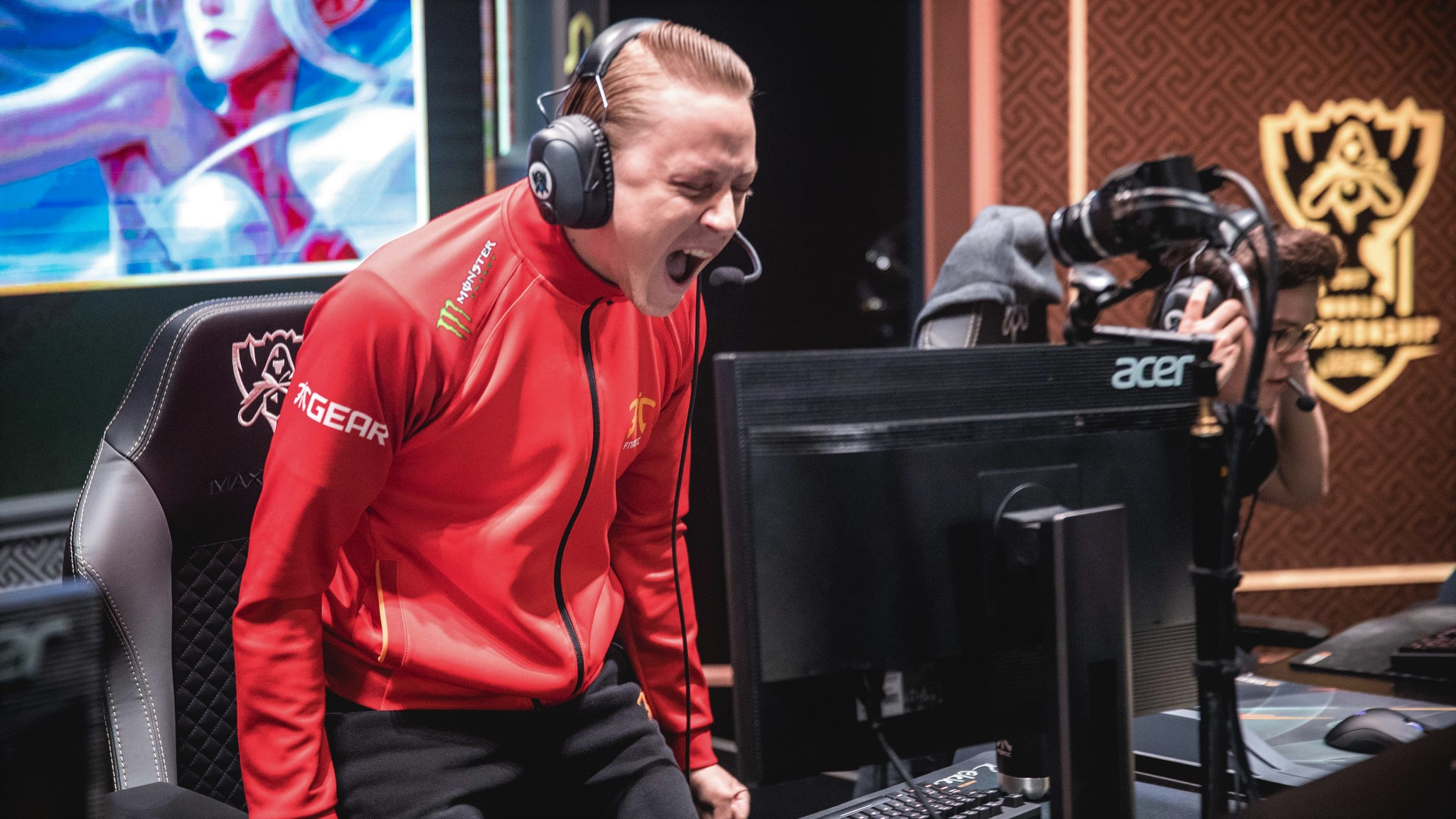 19 of the best photos from the Worlds group stage | Dot Esports