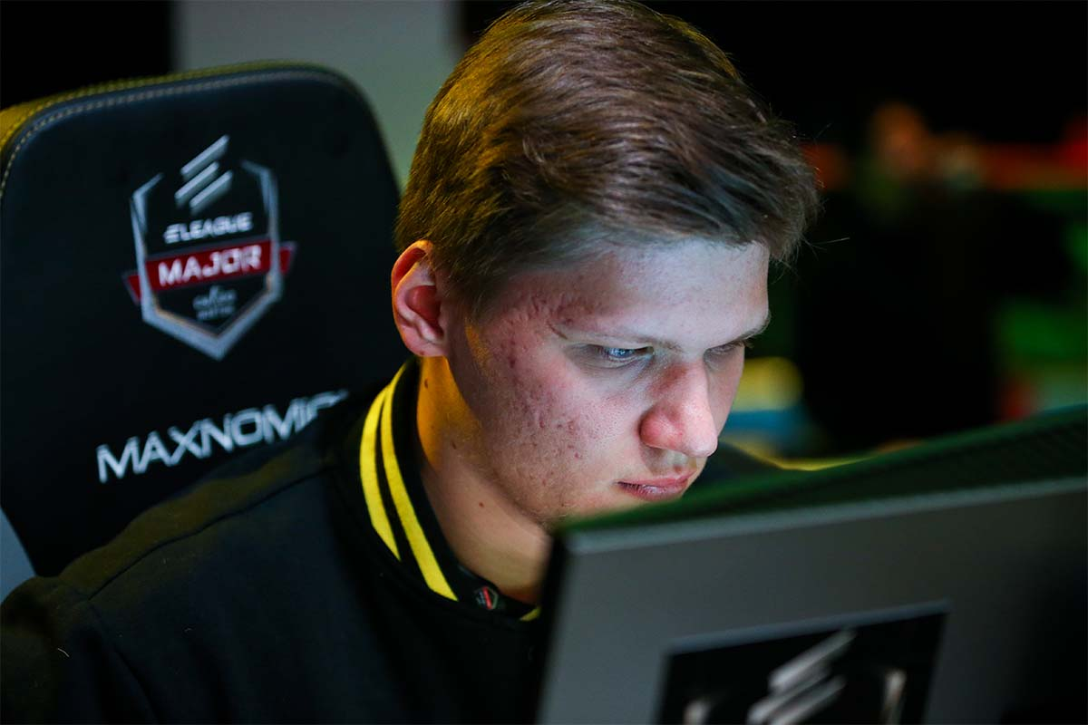 S1mple plays Fortnite and gets frustrated at lack of