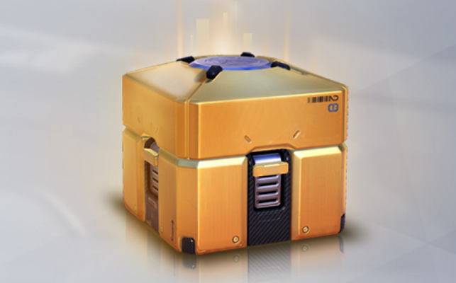 Uma caixa de itens dourada em Overwatch