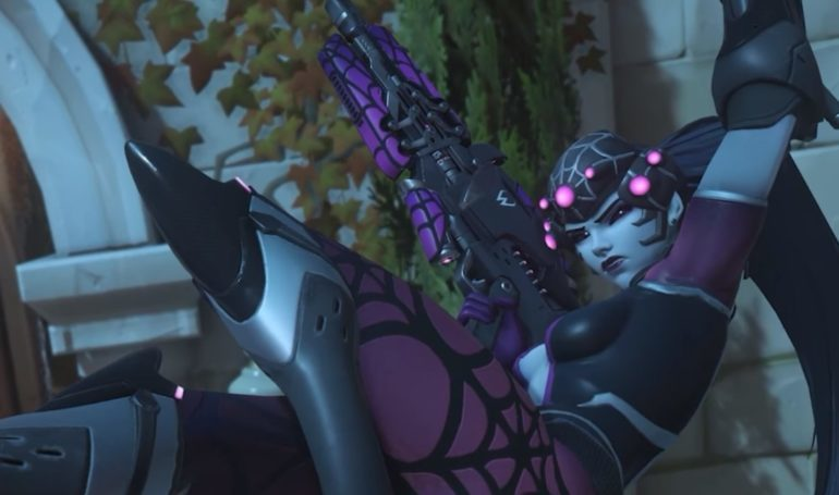 Widowmaker de Overwatch vestindo seu visual Aranha no Terror de Halloween
