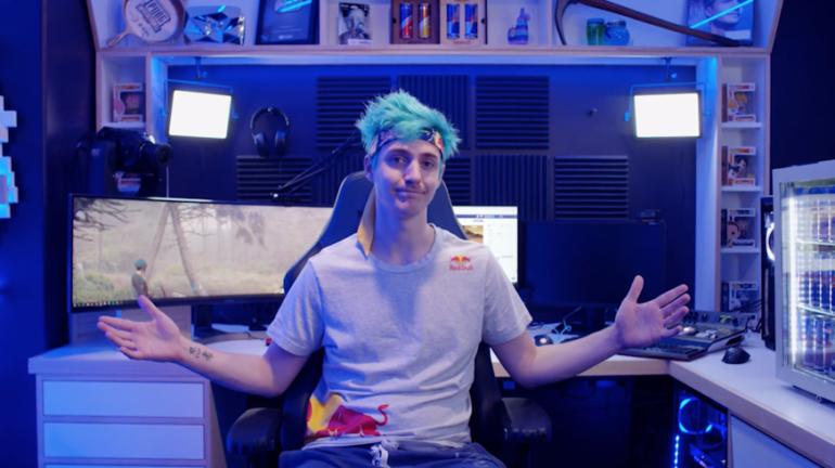Ninja en su habitación donde monta directos